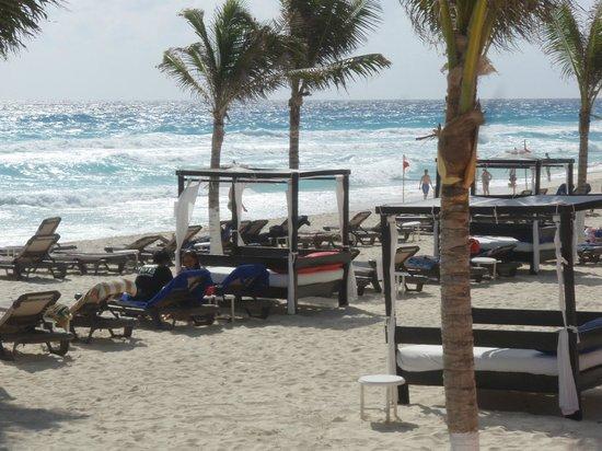 NYX Hotel Cancun: beach area