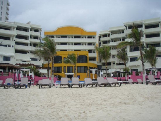 NYX Hotel Cancun: view of the beach side