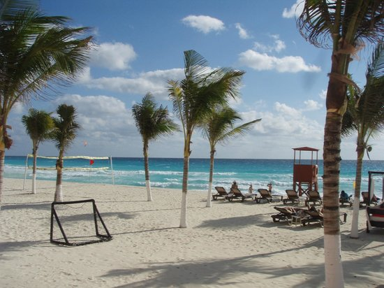 NYX Hotel Cancun: life guard station, game area