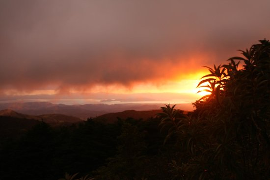 Los Pinos - Cabanas y Jardines: Sunset from the observation platform at the SE of grounds