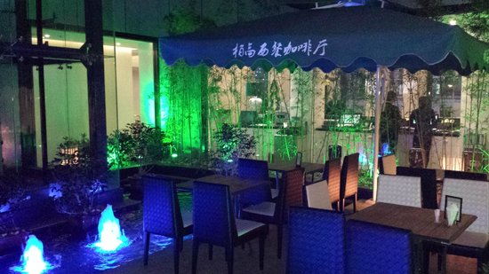 Paco Business Hotel Guangzhou Ouzhuang Subway Station : Sitting area by water