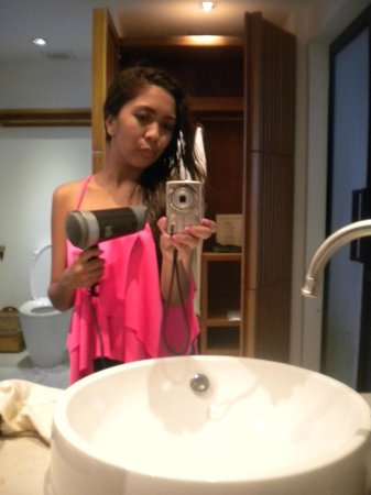 Mimosa Resort & Spa : bathroom, using the hair dryer from the hotel
