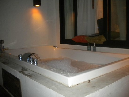Mimosa Resort & Spa: jacuzzi, bring your own bubble bath soap/bar