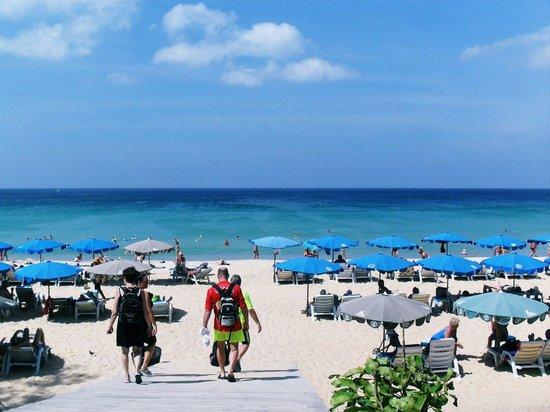 Ramada Phuket Southsea : Пляж Карон напротив отеля