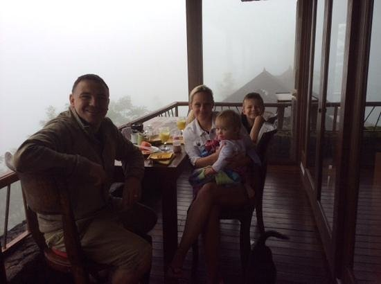 Lakeview Ecolodge: early morning breakfast