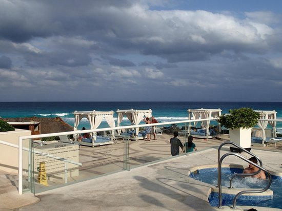 Omni Cancun Resort & Villas : Pool/Beach Area