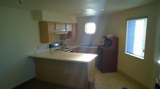 Clarion Inn : Nice kitchen area.