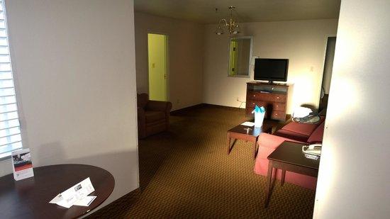 Clarion Inn: Spacious room.