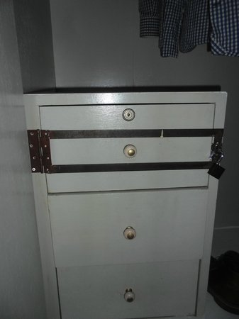 Soho Guesthouse : The safe in the closet.