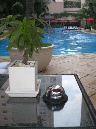 Caravelle Saigon : ホテルのプール