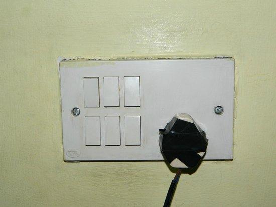 Hotel Blue Horizon: Damaged TV power plug.
