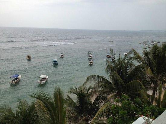 Mamas Coral Beach Hotel & Restaurant: Вид с балкона
