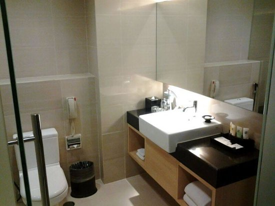 Swiss-Belhotel Mangga Besar: The toilet