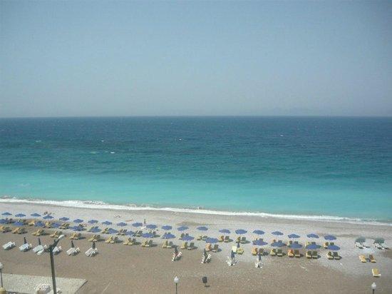 Hotel Rhodos Horizon Resort : Пляж напротив отеля