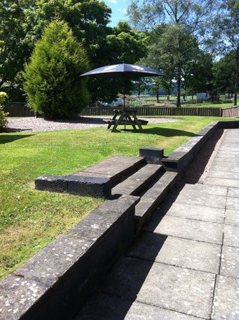 King Robert Hotel: gardens