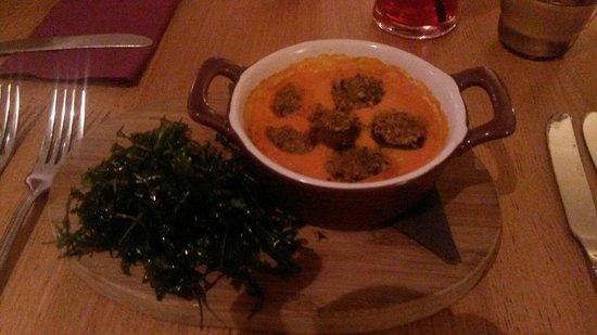 Peninsula Dining Room: Roasted mushroom and tomato fondue starter!! Yummy :-)