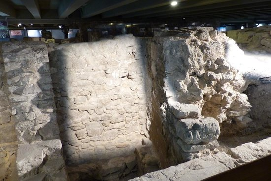 Archeological Crypt of the Parvis of Notre-Dame: Crypte Archeologique