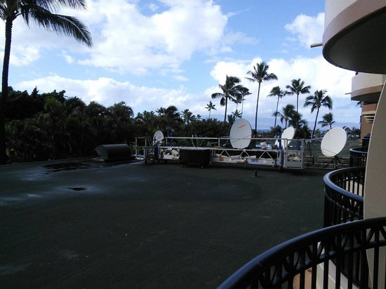Royal Lahaina Resort : Great view of satellite dishes