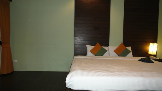 Baan Chaweng Beach Resort & Spa : Deluxe Building - furniture missing?
