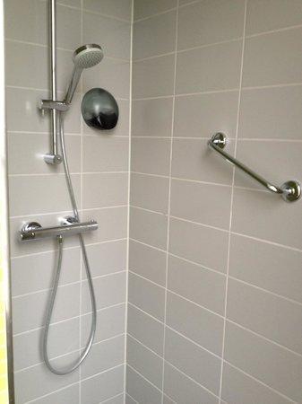 City Hotel Amsterdam: bathroom