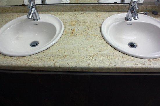 Hola Cairo Hostel: Shared Bathroom