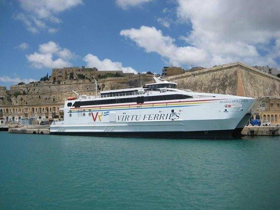 Marsa, Malte : Il Catamarano Maria Dolores che collega Malta a Pozzallo