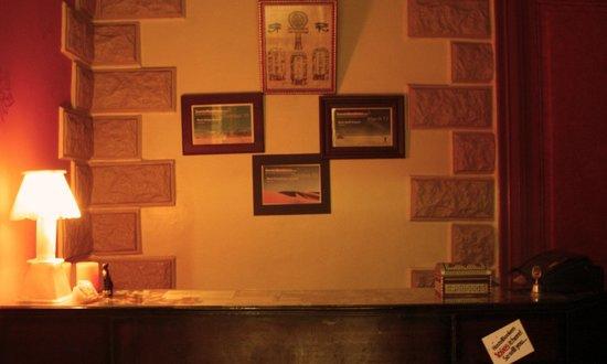 Hola Cairo Hostel: Our Front Desk - 24/7