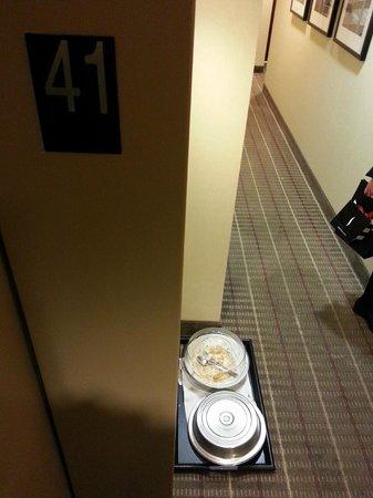 DoubleTree by Hilton Hotel New York City - Financial District: Напротив входа в номер 3