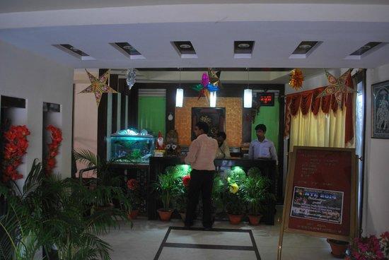 Hotel Gajapati: Front Desk