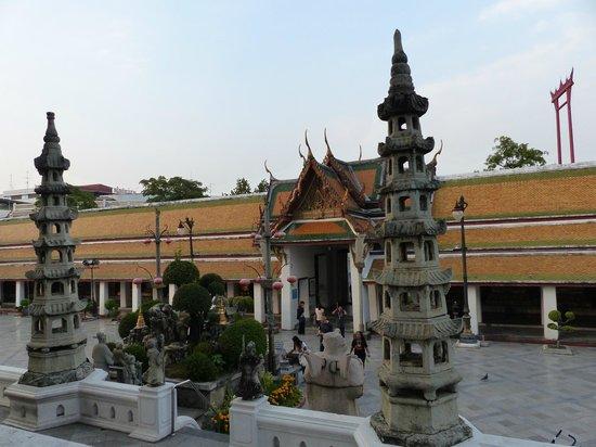 Wat Suthat : l'entrée