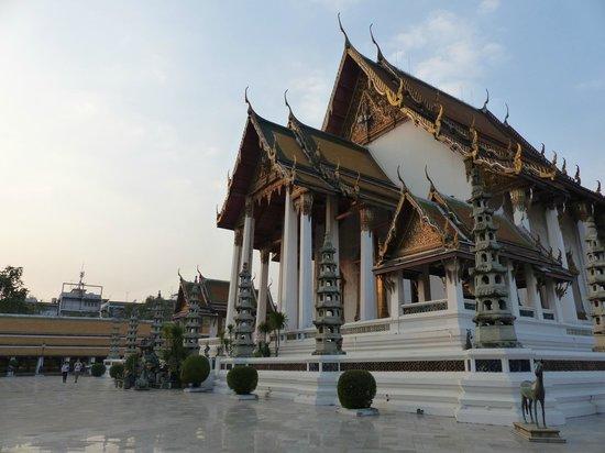Wat Suthat : le soirscubapro06@voila.fr