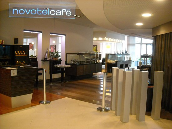 Novotel Zurich Airport Messe : Cafe entrance at lobby