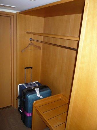 Original Sokos Hotel Vaakuna: 収納スペースも十分