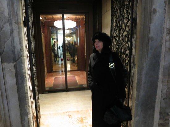 Hotel Saturnia & International : L'entrée de l'hôtel