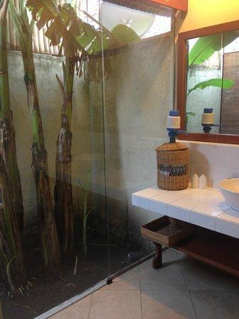 Villa Almarik Resort Lombok: ванная