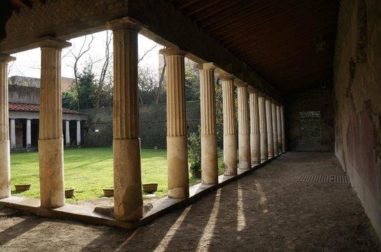 Scavi di Oplontis : A walk around the courtyard