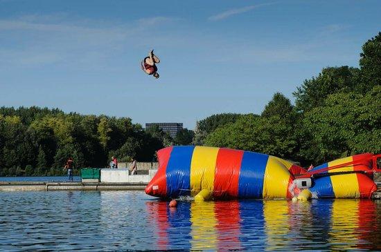 Cergy, Prancis: Blob Jump
