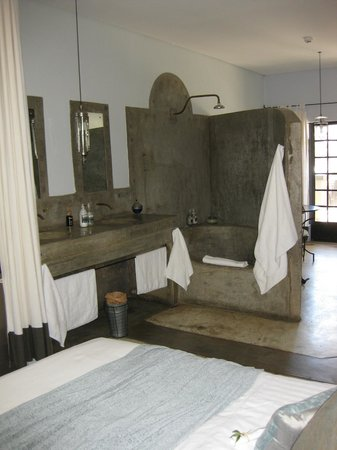 Olive Grove: Great shower / bath