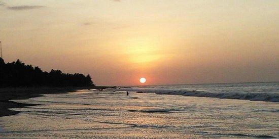 Claro de Luna: Pacific sunset