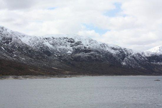 Loch Ness Inn: Вид на Лох-Несс