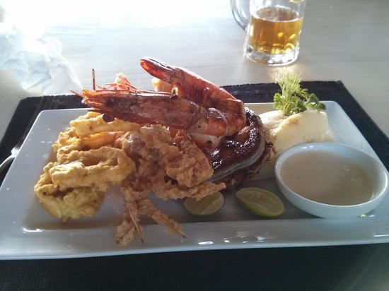 The Shore By O!: Seafood platter