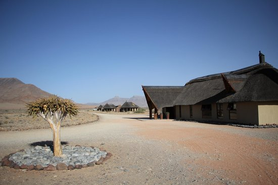 Hoodia Desert Lodge: The reception and chalets in the distance