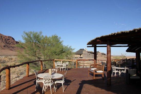 Hoodia Desert Lodge: Large deck area