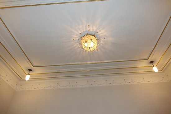 H10 Catalunya Plaza: Celling in one of the rooms in our suite.