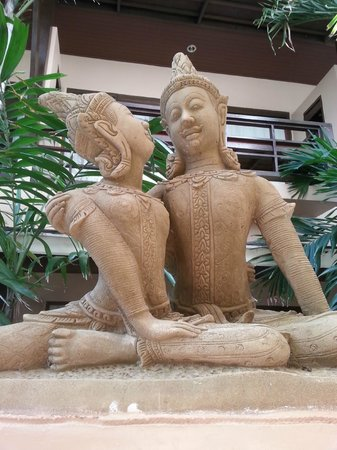 Grand Thai House Resort: Statue
