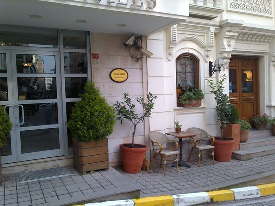 Hotel Niles Istanbul: Entrance to the hotel Niles