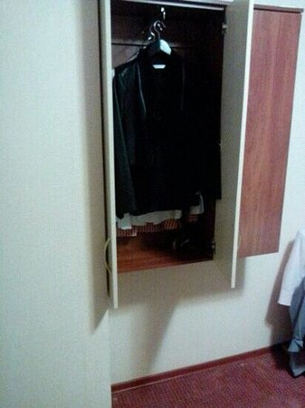 Hotel Planernoye: подвесной шкаф