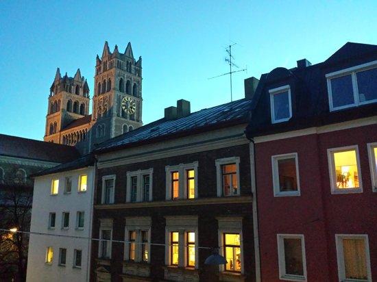 GHOTEL living München-Zentrum: Affaccio dalla finestra della stanza, primo piano