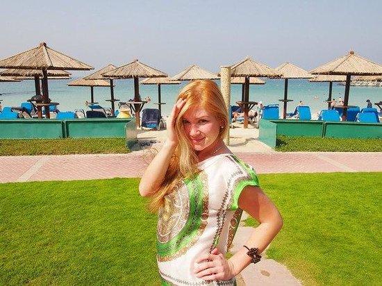 Coral Beach Resort Sharjah: прибрежная территория