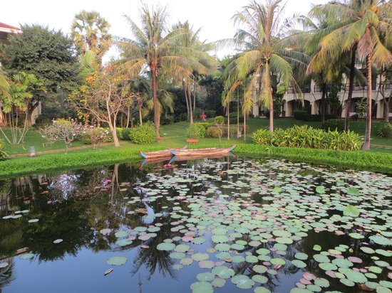 Sofitel Angkor Phokeethra Golf and Spa Resort: The Lake